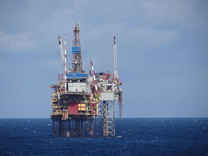 North_Sea_Oil_Rig_(7573694644)