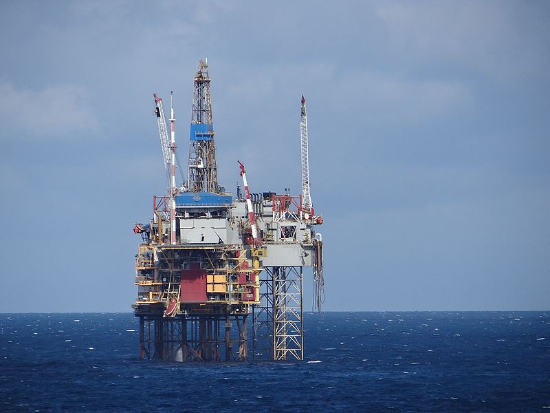 North_Sea_Oil_Rig_(7573694644)